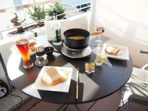 Käse Fondue auf dem Balkon